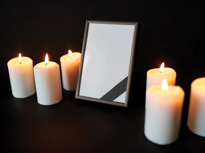 рамки траурные на фото со свечой большей частью